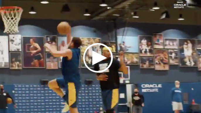 Klay Thompson looking healthy, throws down dunk at Warriors practice