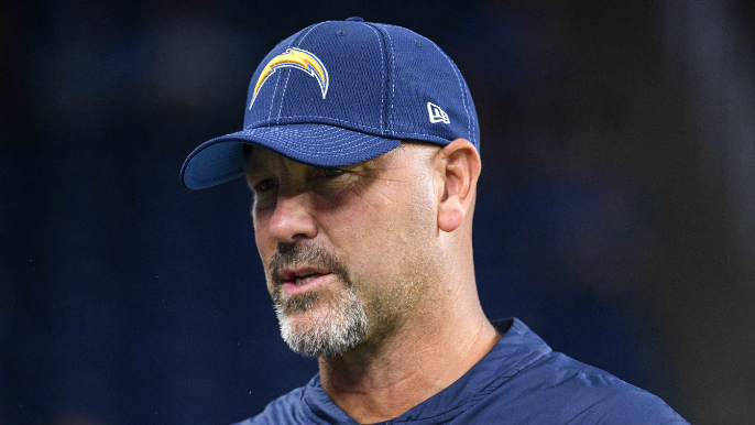 Raiders use photo of wrong coach in announcing hiring of Gus Bradley