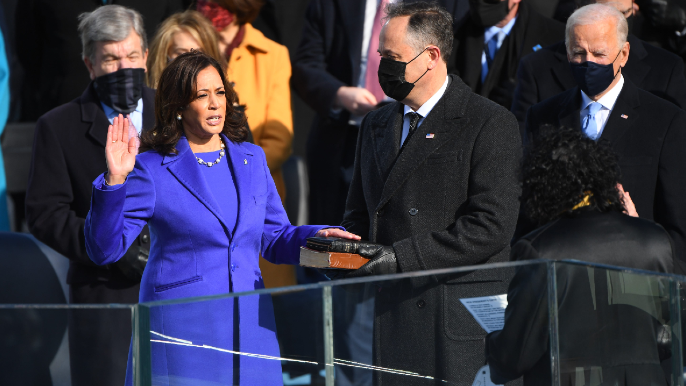 Stephen Curry reacts to Oakland's own Kamala Harris being sworn in as Vice President