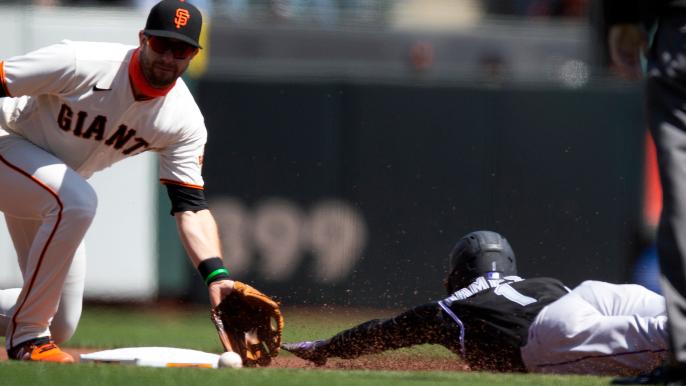 Brandon Crawford comes through again as Giants do just enough to win third straight