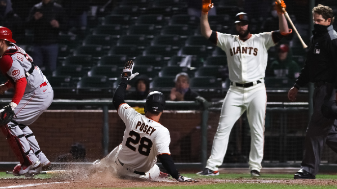 Giants and Reds trade blows in wild and entertaining San Francisco escape