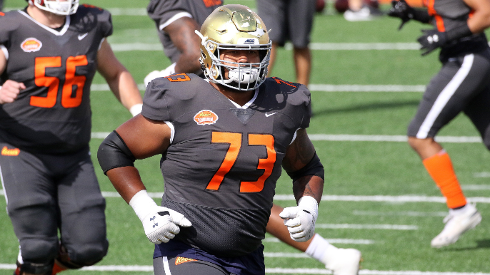 49ers trade down five spots with Raiders, draft bulldozing Notre Dame guard Aaron Banks