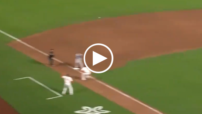 Cody Bellinger makes unbelievable, game-losing error against Giants with airmailed throw