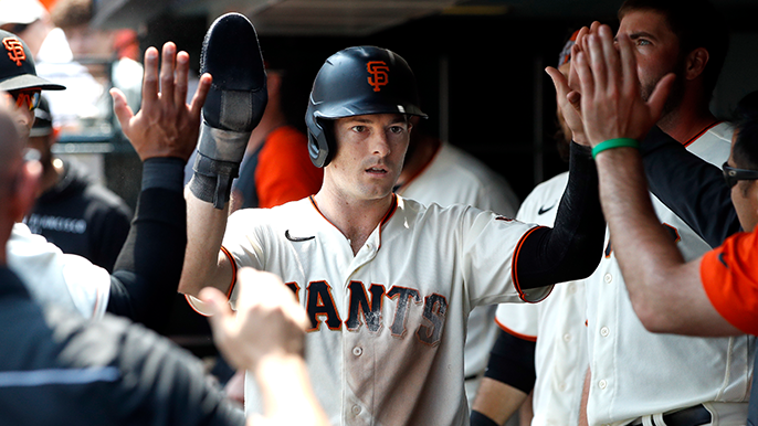 Agressive base running powers rally, sixth-straight series win for Giants