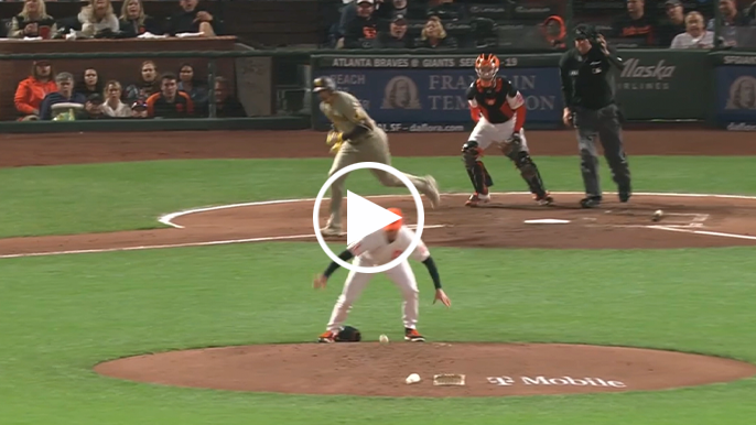 DeSclafani doesn't let losing glove stop him from recording putout