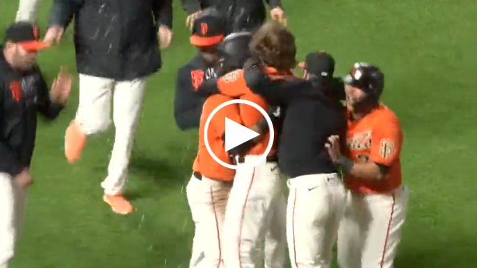 Kevin Gausman's walk-off sacrifice fly wins it for Giants in the 11th