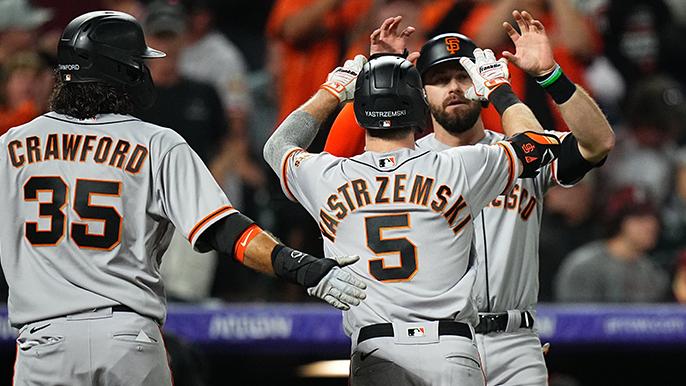 巨人队打出4支全垒打,以7-2战胜落基山队,完成本赛季第100场胜利