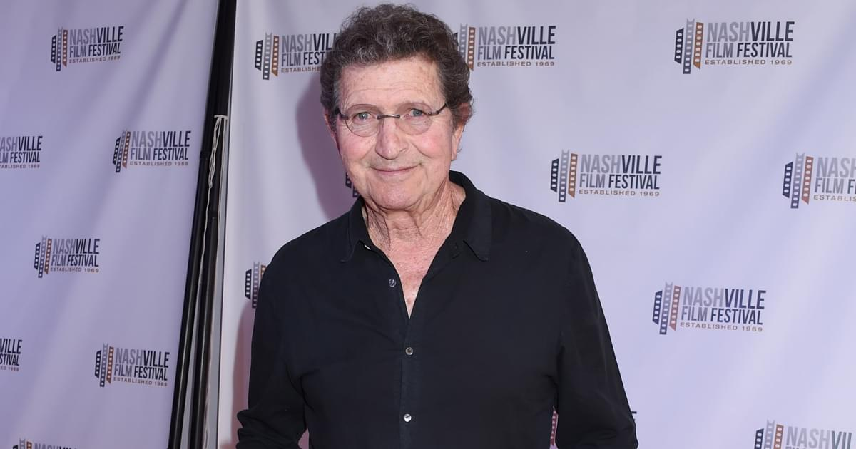 Country Stars Remember Mac Davis, Including Reba McEntire, Kenny Chesney, Travis Tritt & More