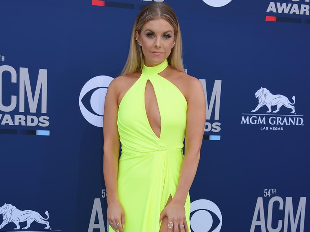 """After Circling the Globe on """"Amazing, Powerful, Rewarding"""" Tour, Lindsay Ell Gears Up to Do It Again"""