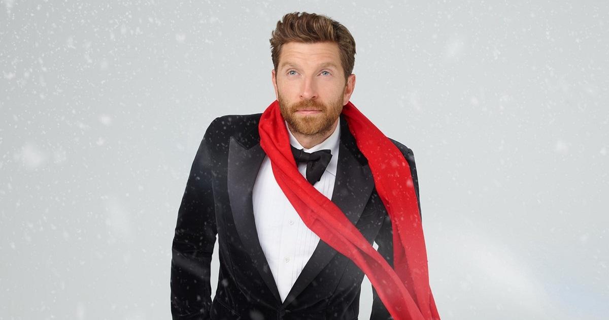 "Brett Eldredge Announces ""Mr. Christmas"" & Glow Live Tour 2021"