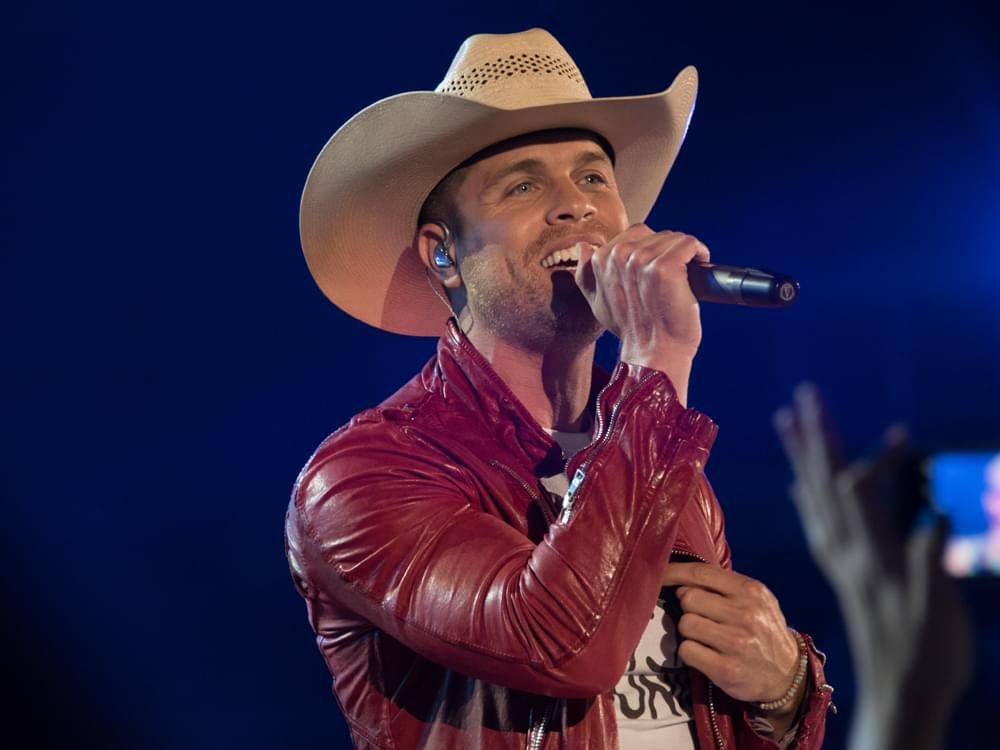 "Watch Dustin Lynch Perform Fiery New Single, ""Momma's House,"" on ""Jimmy Kimmel"""