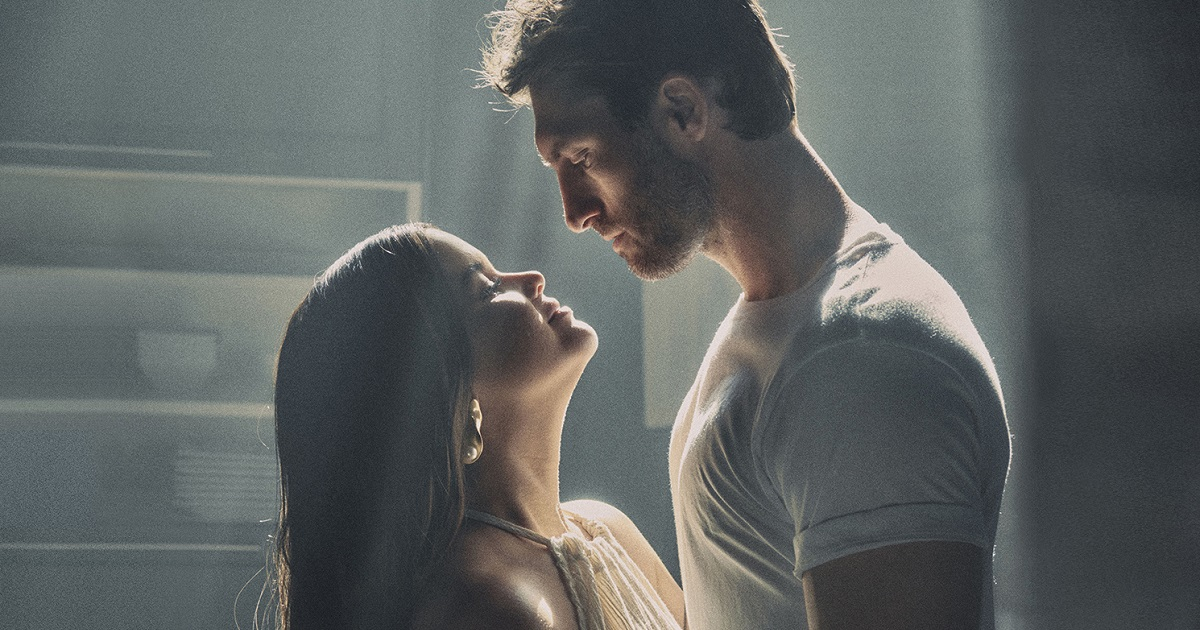"Ryan Hurd & Maren Morris Take ""Chasing After You"" Down a Notch"