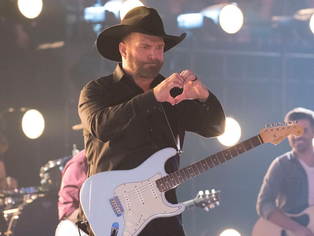 "Garth Brooks Reveals Plans for a 7-Date ""Dive Bar Tour"""