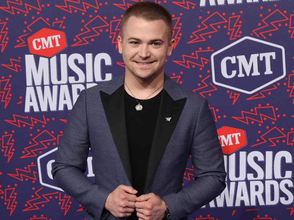 """Hunter Hayes Announces New Album, """"Wild Blue,"""" and Performs New Single, """"Heartbreak"""" [Watch]"""