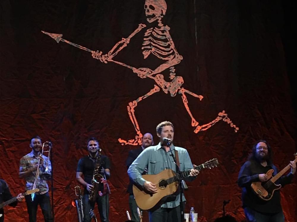 "Sturgill Simpson Announces ""A Good Look'n Tour"" with Tyler Childers"
