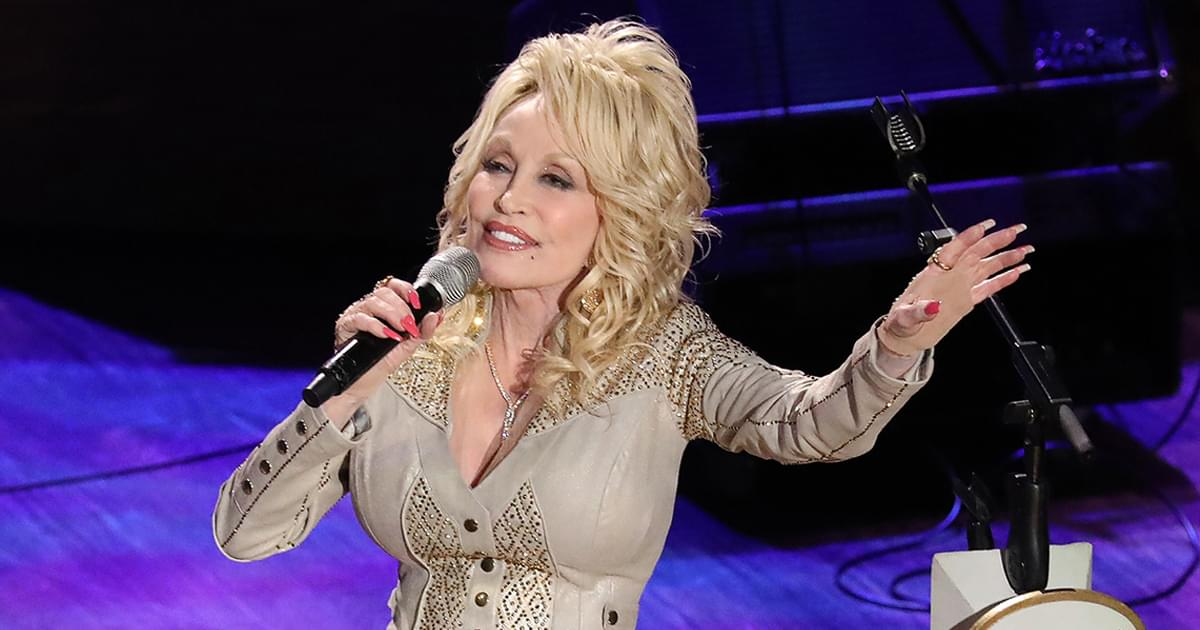 """Dolly Parton's """"A Holly Dolly Christmas"""" Debuts at No. 1 on Billboard Top Country Albums Chart"""