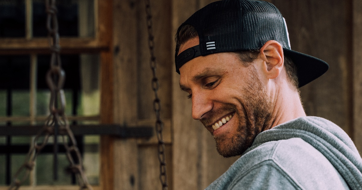 "Chase Rice Takes ""Drinkin' Beer. Talkin' God. Amen"" Live"