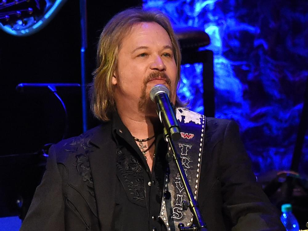 """Watch Travis Tritt Team With the Hot Country Knights to Perform """"Pick Her Up"""" on """"Good Morning America"""""""