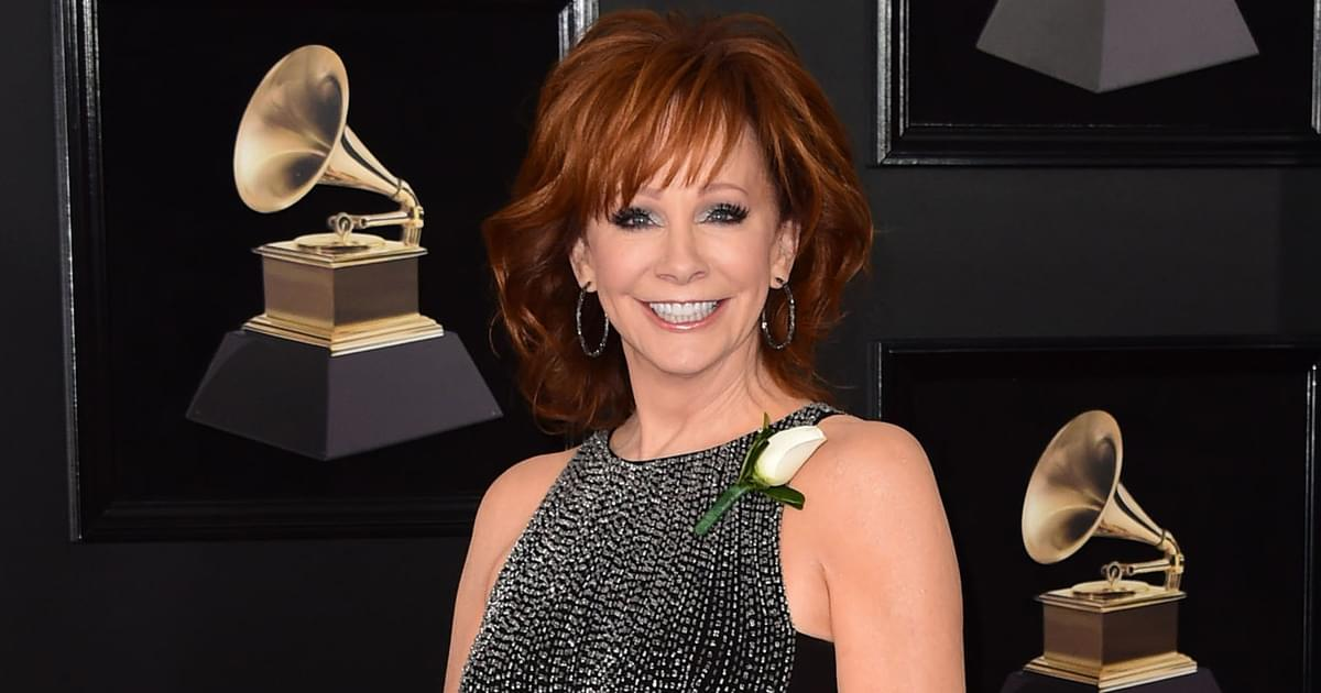 "Watch Reba McEntire Honor The Beatles at 2000 All-Star Concert With Performance of ""If I Fell"""
