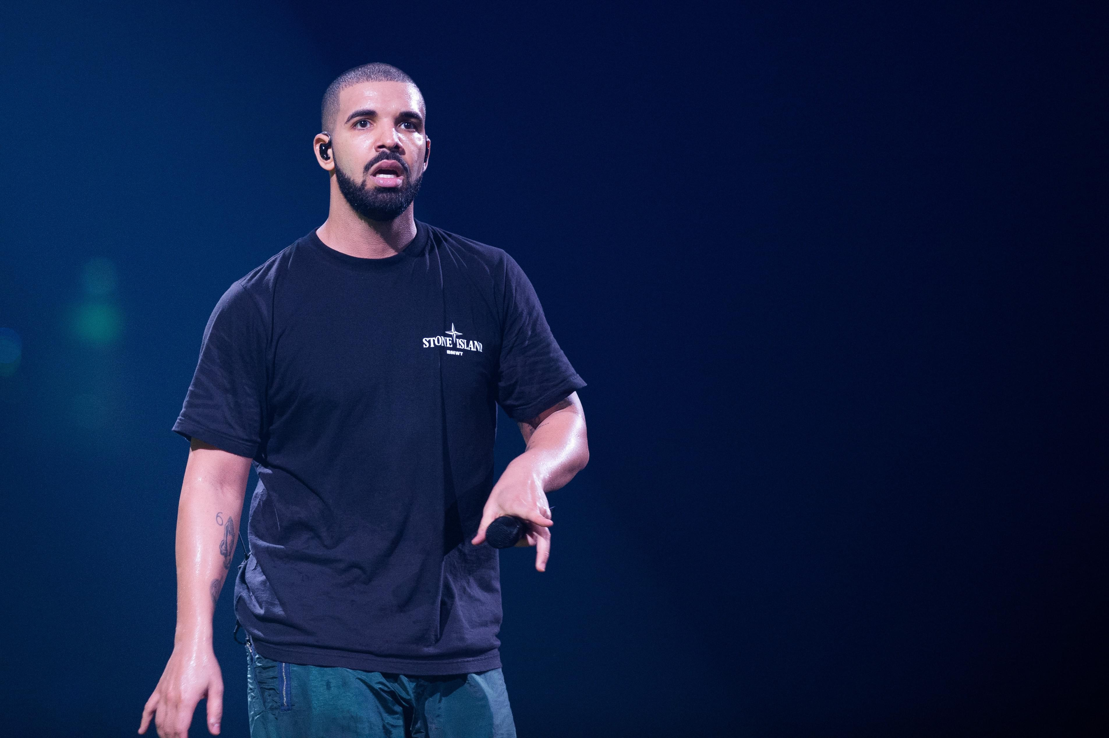 Drake Gets Booed Off Stage