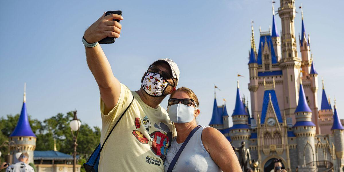 Disney World Is Now Allowing Guests To Take Off Their Masks For Photos