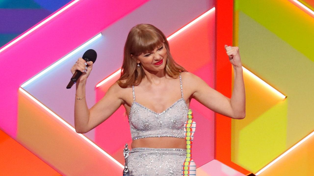 Taylor Swift Fans Think Her Awards Look Might Be Hinting At Her Next Album Release
