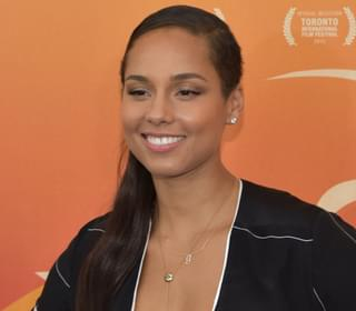 Alicia Keys Amazes People By Painting With Her Piano