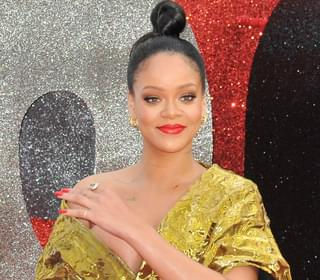 Rihanna Stuns In Jeans & Open Blouse Revealing Her Sexy Lingerie As She Dines Out In NYC