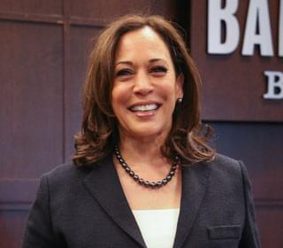 Simpsons Fans Believe Lisa's Presidential Outfit 'Predicted' Kamala Harris's Inauguration Ensemble