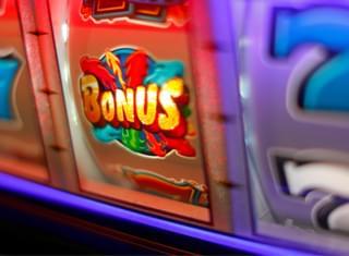 Tourist In Vegas Wins $302,000 In Airport Slot Machine