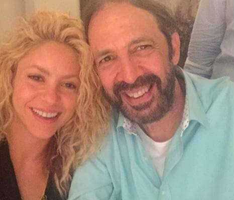 Juan Luis Guerra, atrapado en casa de Shakira