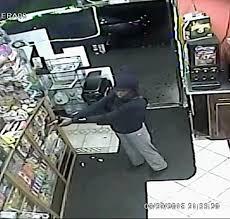 Policía Alto Manhattan intensifica búsqueda de mujer atracadora