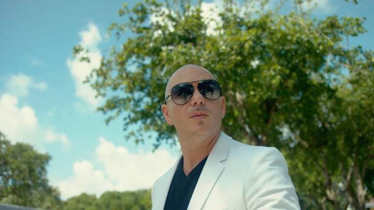 Pitbull dejó las drogas gracias a su mamá