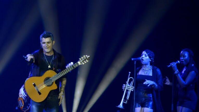 Alejandro Sanz echa de un concierto en México a hombre que pegaba a una mujer