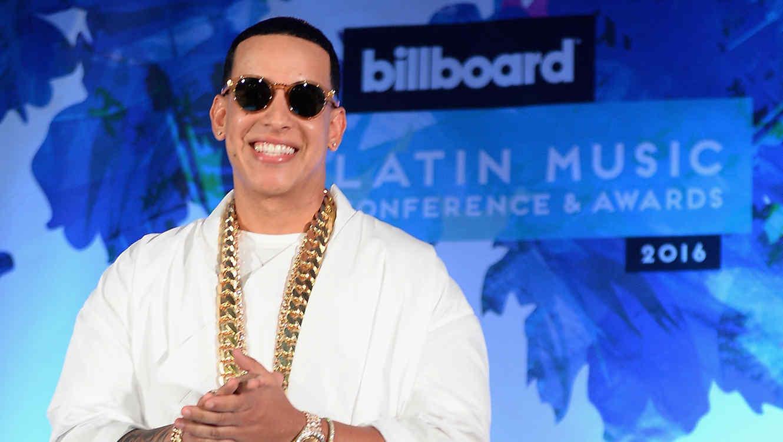 Hasta los celulares bailan al ritmo de 'Shaky Shaky' de Daddy Yankee!!!