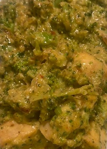 Cheesy Chicken and Riced Broccoli Skillet