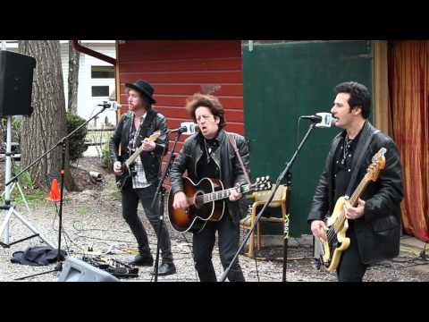 """VIDEO: Willie Nile performing """"Let's All Come Together"""" – 4/29/16"""