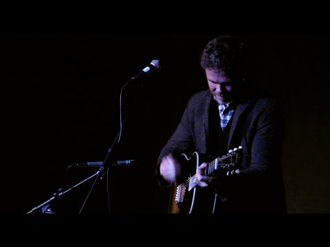 "Josh Ritter performing ""Engine, Engine #9"" – 11/17/15"