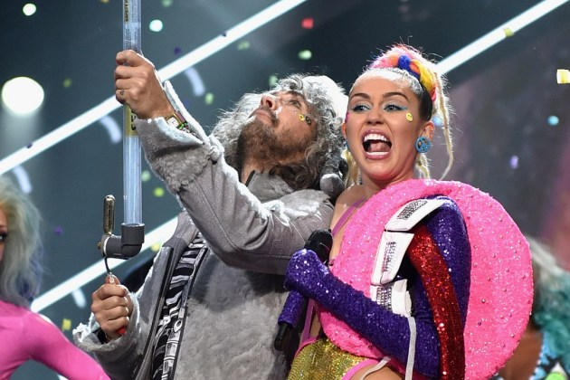 HEAR WHAT'S NEW: Flaming Lips – We A Famly