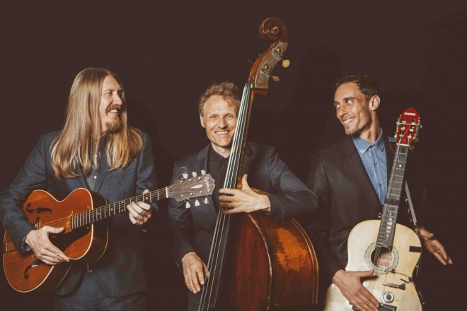 ALBUM OF THE WEEK: The Wood Brothers – Live At The Barn