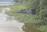 Fisherman spots vehicle in Weiss Lake