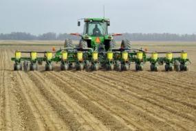 Illinois farmland values decrease again