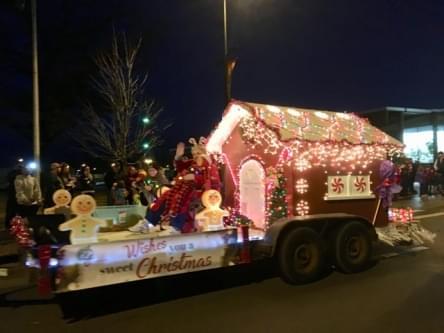 Christmas Parade 06 120118