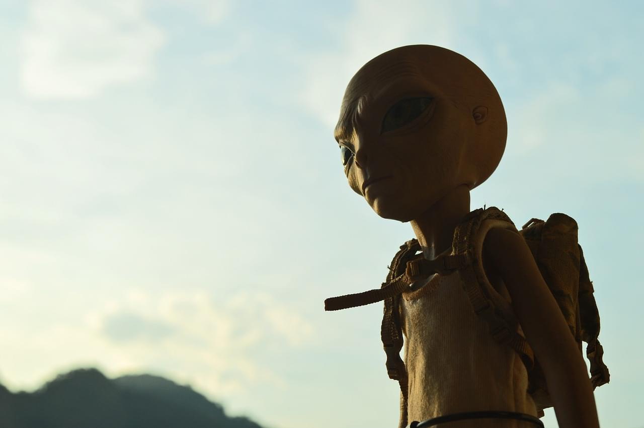 alien-667966_1280