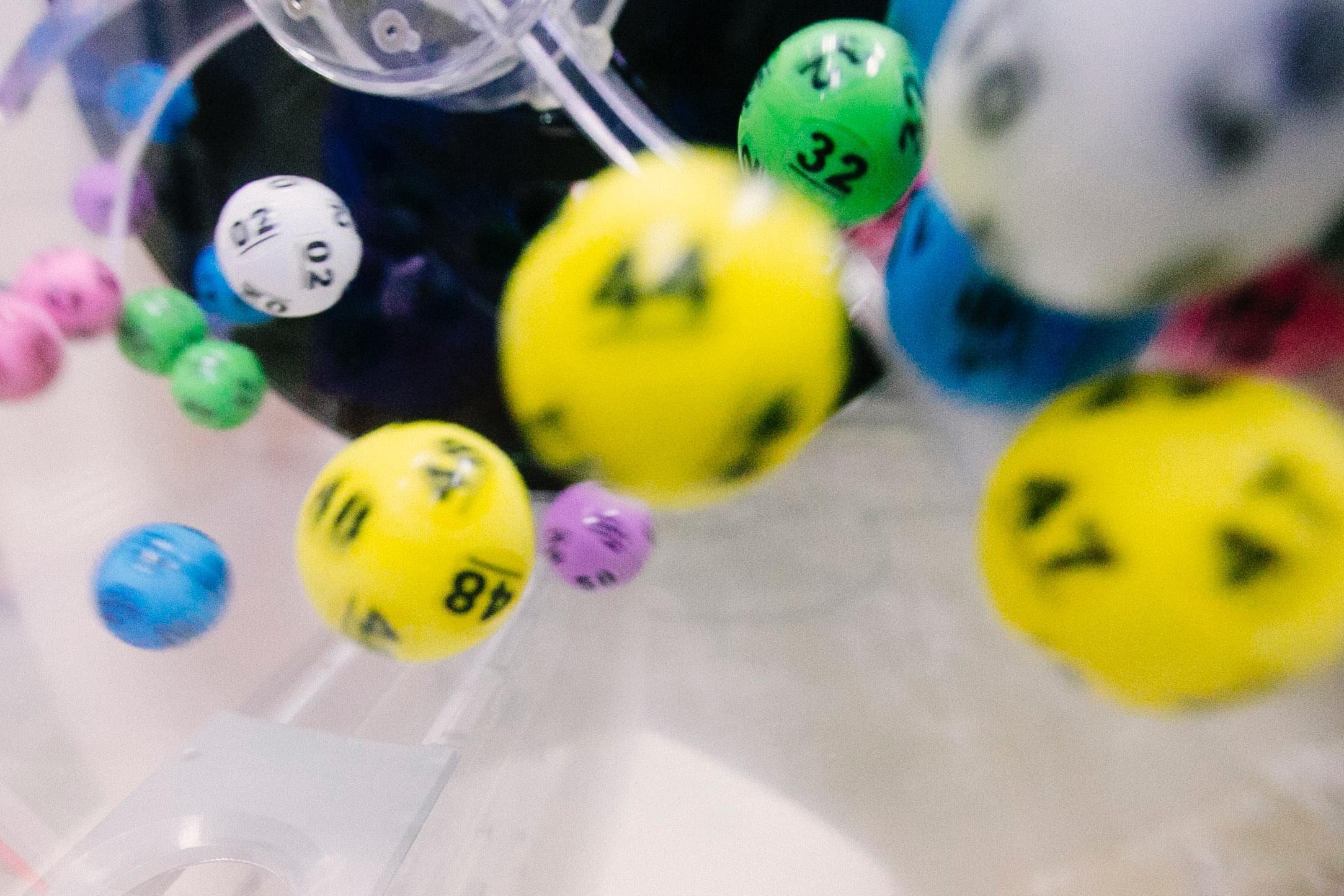 lotto balls-dylan-nolte-RSsqjpezn6o-unsplash