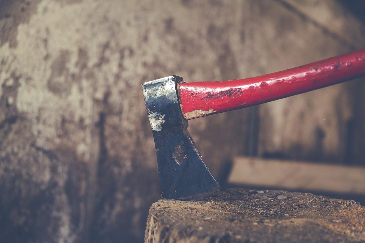 metal-axe-2601324_1280