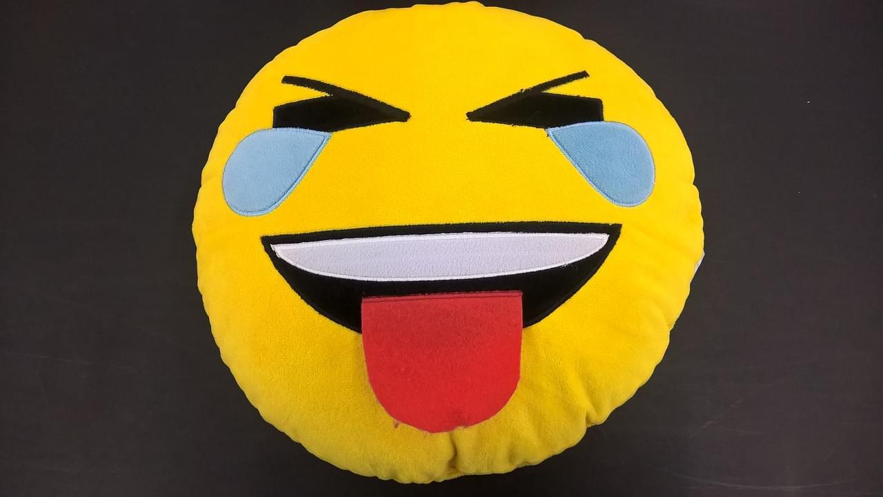laugh emoji face-pillow-2553674_1280