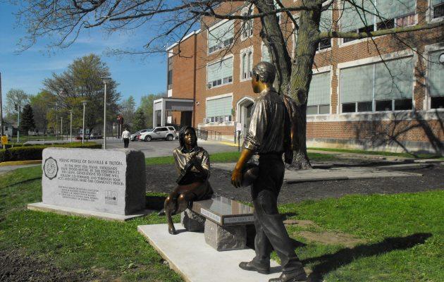 DHS_Denman_Gift_Statues_042815_VCFVCF