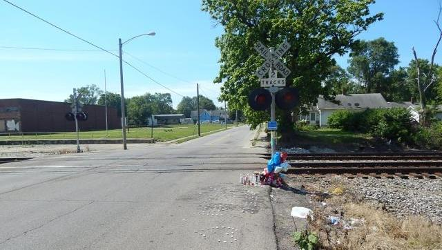F_Fatal_2017_bike_train_070317_crossing2_crrrr