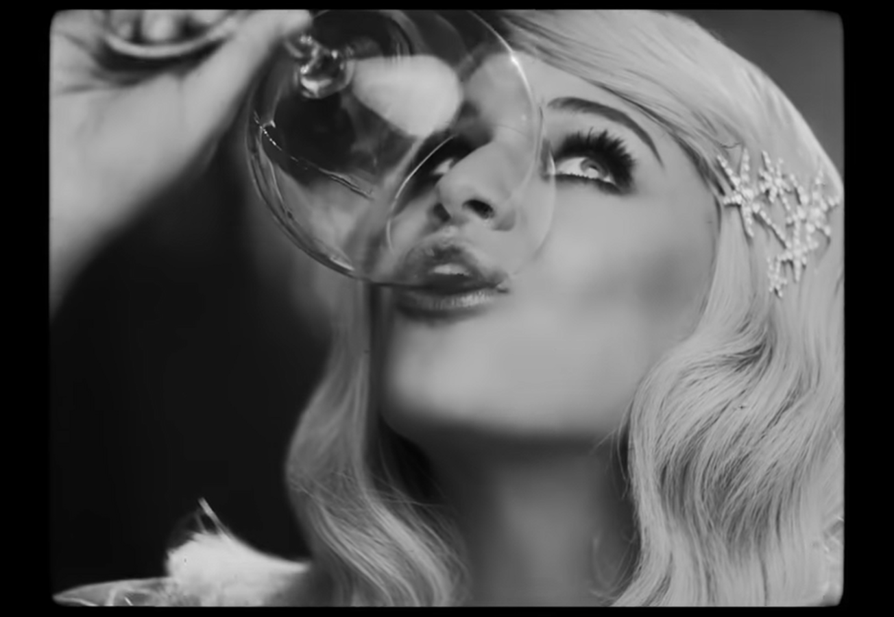 Kelsea Ballerini – hole in the bottle